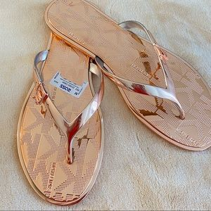 MICHAEL KORS EMERY FLAT THONG SANDAL ROSE GOLD